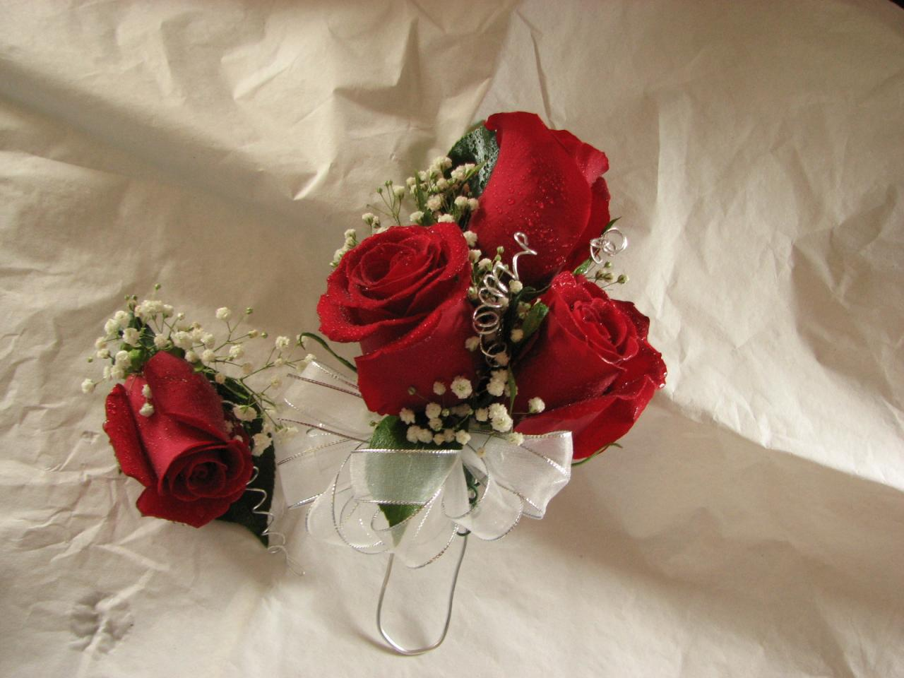 Bouquets balloons prom flowers portland wedding flowers order your boutonnieres corsages in portland or mightylinksfo